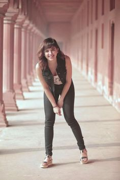 Shirley Setia is an indo Kiwi Singer. Hindustan Times and Forbes featured Setia as Bollywood's Next Big Singing Sensational. Indian Bollywood Actress, Beautiful Bollywood Actress, Most Beautiful Indian Actress, Bollywood Style, Bollywood Fashion, Stylish Girl Images, Stylish Girl Pic, Hollywood Actresses, Indian Actresses