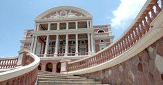 Teatro Amazonas, em Manaus (AM). Construção histórica datada de 1896 foi levantada no auge do Ciclo da Borracha como símbolo de riqueza da capital amazonense e faz parte do roteiro clássico turístico da cidade