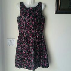 Lilly pulitzer floral dress Worn only once for a couple of hours still in new condition Lilly Pulitzer Dresses Midi