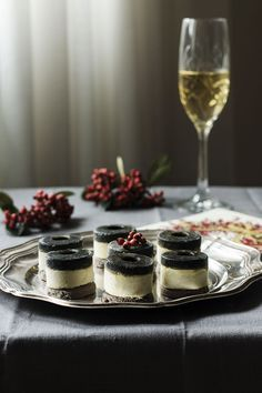 ♥ , from Iryna Mousse, Appetizer Buffet, Canapes Recipes, Vegan Starters, Modern Food, Black Food, Tapas Bar, Food Decoration, Christmas Baking