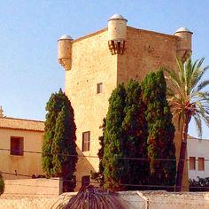 Torre de defensa y Monasterio de la Santa Faz en #Alicante. #Alifornia #CostaBlanca #CaliforniaEuropea www.alifornia.es