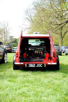 Red Mini Cooper, Mini Cooper Clubman, Classic Mini, Vans Classic, Mini Lifestyle, Mini Copper, Microcar, Mini Trucks, Mini Things