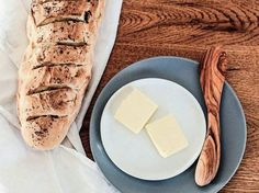 DIY-Anleitung: Knuspriges Chia-Walnuss-Brot backen via DaWanda.com