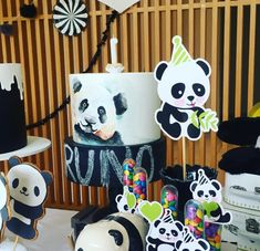 Prepare for panda cuteness, because these panda party ideas will knock your socks off! We are totally loving this new party trend! Panda Birthday Party, Panda Party, Sweet 16 Birthday, 1st Boy Birthday, Birthday Parties, Save The Pandas, Panda Baby Showers, Panda Cakes, Childrens Party