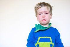 """10 φράσεις που μπορείτε να πείτε στο παιδί σας αντί για """"σταμάτα να κλαις"""""""