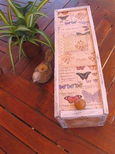 Caja de vino decortada con papeles decoupage y estarcidos