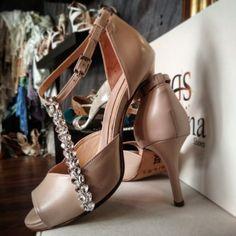 Nude Χειροποίητα Νυφικά  παπούτσια με πέτρες Swarovski και μέτριο Τακουνι ΣΧΔ.P752F8,5 Bridal Shoes, Low Heels, Swarovski, Platform, Nude, Fashion, Bride Shoes Flats, Moda, Bride Shoes