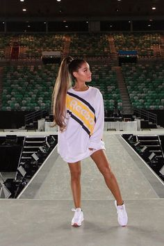 Ariana Grande has partnered with Reebok. She will be a new face of the brand. There is also an Ariana x Reebok collection. Ariana Grande Fotos, Concert Ariana Grande, Ariana Grande Reebok, Ariana Grande Photoshoot, Ariana Grande Pictures, Ariana Grande Clothes, Ariana Grande Outfits Casual, Ariana Grande Style 2018, Ariana Grande Tumblr