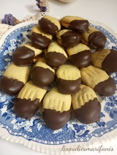 Greek Desserts, Greek Cooking, Muffin, Food And Drink, Pudding, Cream, Baking, Breakfast, Sweet