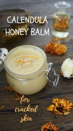 Calendula salve is a natural healing ointment made of calendula infused oil, other oils, raw honey and beeswax. Skin Care Remedies, Herbal Remedies, Natural Remedies, Holistic Remedies, Health Remedies, Calendula, Healing Herbs, Natural Healing, Salve Recipes