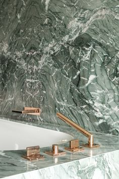 verde or green marble with brass taps  #hellopeagreenspots #bathroom #interiordesign #marble