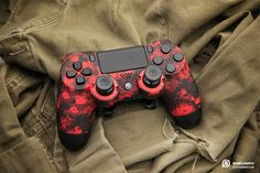 SCUF Infinity Digital Camo custom controllers for PlayStation are fully-loaded with innovations and patented technology that makes SCUF the choice for over for all Pro Gamers. Control Ps4, Gamer's Guide, Gamer Setup, Mundo Dos Games, Digital Camo, Ps4 Controller, Gaming Wallpapers, Xbox One, Videogames