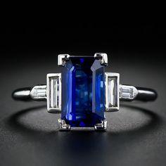 Classi Art Deco Sapphire ring, very architectural. Elongated emerald cut sapphire 2.5 carats, 4 baguette diamonds, tcw 0.15 cts VS-SI2/H-1. Platinum Circa 1930s.