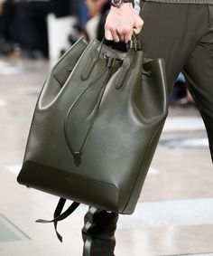 Louis Vuitton Debuts New Monogram Eclipse Print at Mens Fall 2016 Show Fashion Bags, Fashion Handbags, Mens Fashion, Fall Fashion 2016, Autumn Fashion, Men's Totes, Handbags For Men, Mens Fall, New Bag