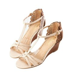 Grace giftGrace gift 官方購物網站 - 典雅T字編織雕花坡跟涼鞋