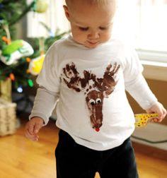 Rénszarvasos póló kéz és láblenyomatokból textilfestékkel / Mindy -  kreatív ötletek és dekorációk minden napra