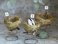 Décor de Pâques : ❤️*❤️  I love the nests on top of the bed springs