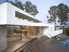Space International designed the Deronda residence, located in Los Angeles, California.