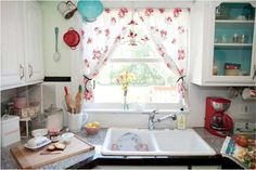 Shabby Chic Kitchen Decor 85 Shabby Chic Kitchen Curtains with Red Floral Pattern Ideas 7 Shabby Chic Kitchen Curtains, Kitchen Curtains And Valances, Cottage Curtains, Shabby Chic Decor, Kitchen Curtain Designs, Cortinas Shabby Chic, Country Chic Kitchen, Nice Kitchen, Kitchen White