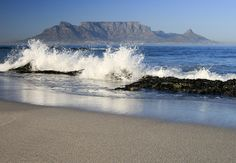 Bloubergstrand in Cape Town South Africa also known als Blaauwbergstrand - One of my families best beach spots ! Rock pools great for kids Most Beautiful Cities, Beautiful Beaches, Cape Town South Africa, Wale, Table Mountain, Africa Travel, Ocean Waves, Places To See, Scenery