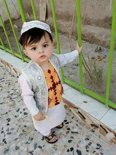 Cute Little Baby, Cute Baby Girl, Cute Boys, Cute Babies, Baby Boy Photos, Cute Baby Pictures, Cute Kids Fashion, Baby Boy Fashion, Beautiful Children