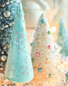 Top 40 Pastel Decoration Ideas For Christmas - Christmas Celebration - All about Christmas Shabby Chic Christmas, Christmas Love, Retro Christmas, Christmas Colors, All Things Christmas, Beautiful Christmas, Christmas Holidays, Christmas Decorations, Christmas Ornaments