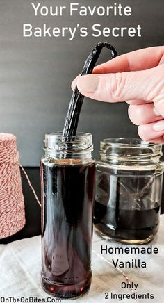 Homemade Vanilla Extract How to make vanilla extract with 2 ingredients and little patience. Homemade vanilla extract recipe has so many uses and is your favorite bakery's secret. Much more potent in flavor and less expensive than buying vanilla. Homemade Spices, Homemade Seasonings, Homemade Recipe, Recipe Recipe, Recipe Ideas, Homemade Dry Mixes, Homemade Breads, Homemade Food, Diy Food