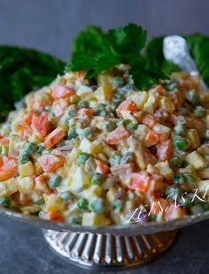 Asiatisk vitkålssallad med nudlar - ZEINAS KITCHEN Ruska Salata, Pak Choi, Coleslaw, Empanadas, Risotto, Potato Salad, Salads, Curry, Food And Drink