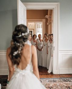 51 best bridesmaids photos you should make rustic wedding photography inspiration Wedding Picture Poses, Wedding Photography Poses, Wedding Poses, Wedding Photoshoot, Wedding Dresses, Bridesmaid Gowns, Bridal Party Poses, Wedding Bridesmaids, Photography Lessons