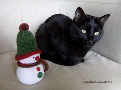 ❄⛄❄ #muñecodenieve #snowman #cat #winter #christmas #xmas #navidad #noel #christmasdecorations #adornosnavideños #christmascrafts #handmadechristmas #knittedsnowman #sockssnowman #punto #dosagujas #knit #knitting #tricot #stricken #lana #yarn #hechoamano #feitoamao #faitmain #handarbeit #handmade #lanalaneracascabelera