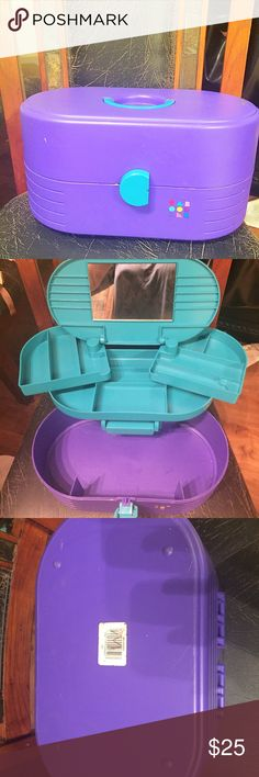 Vintage 90s Caboodles Makeup Train Case 90s Caboodles brand makeup/cosmetic train case. Has the mirror and pull out compartments. Has some normal marks and signs of wear but is in great shape for its age. Smoke and pet free home. Makeup