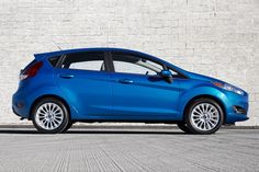 2015 Ford Fiesta Side pose pictures