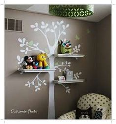 I like the way the shelves are placed in the tree. I don't think my 11 &13 year old boys would like this but if I had another little one I would so do this!!!