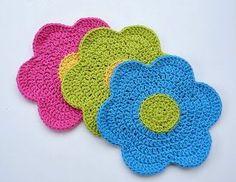 Free Crochet Pattern: Flower Power Dishcloth Crochet Kitchen, Crochet Home, Crochet Crafts, Crochet Projects, Free Crochet, Knit Crochet, Ravelry Crochet, Crochet Ornaments, Crochet Snowflakes
