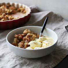Smuldrepai med rabarbra Oatmeal, Cakes, Drink, Breakfast, Food, Pai, The Oatmeal, Morning Coffee, Beverage