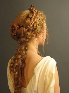 Renaissance hairdo, but this style also makes me think of renditions of Helen of Troy. Renaissance h Roman Hairstyles, Pretty Hairstyles, Braided Hairstyles, Wedding Hairstyles, Grecian Hairstyles, Greek Goddess Hairstyles, Fantasy Hairstyles, Hairstyles Pictures, Princess Hairstyles
