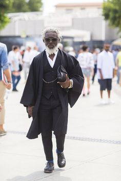 Les meilleurs street looks du Pitti Uomo, jour 3 Japan Fashion, Look Fashion, Mens Fashion, Gq, Men Street, Street Style Women, Street Styles, Modern Kimono, Kimono Design