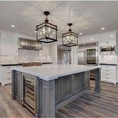 I love a big kitchen island!