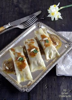 Cannelloni stuffed with braised pork cheeks whiskey (in Spanish) Wine Recipes, Real Food Recipes, Cooking Recipes, Delicious Recipes, Love Eat, Love Food, Pork Cheeks, Pasta Al Dente, Braised Pork