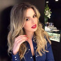 Boca vermelha unhas idem , diva Fernanda Keulla maquiada por Lili Ferraz cabelo Tonn Rios manicure Carmem #mghairdesign