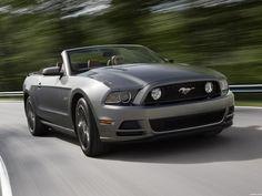 El Ford Mustang Convertible 2012 se ofrece con estos motores: un 3.7LTS V6 de 305CV y un 5.0LTS V8 de 412CV. #[KW]