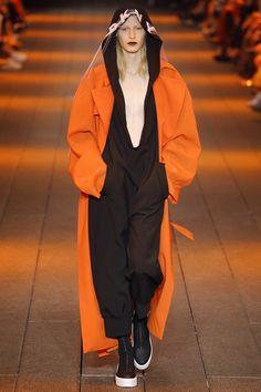 DKNY Spring 2017 Ready-to-Wear Fashion Show - Julia Nobis