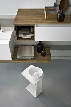 Bagno Joy con finitura rovere tavolato e bianco opaco http://www.cerasa.it/it_IT/bagni/moderno/joy/Cerasa_bagno_Joy_58_59