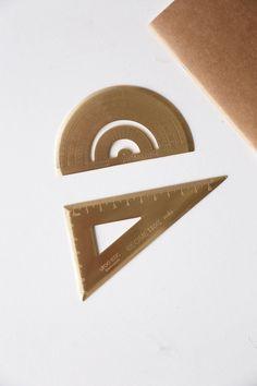 Messing Winkelmesser Lineal /Brass Dreiecklineal von OlivaDesignCrafts auf Etsy https://www.etsy.com/de/listing/532550568/messing-winkelmesser-lineal-brass