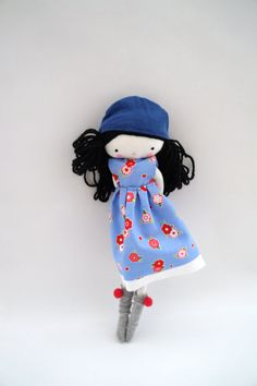 Treffen Sie Sara!    Sie ist eine liebenswert Puppe, Ooak, ein Blumen-Kleid mit Socken!  Sie ist 10 Zoll (26 cm)    Vielen Dank für Ihren