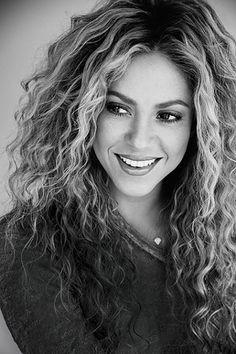Шакира - основательница фонда Barefoot Foundation