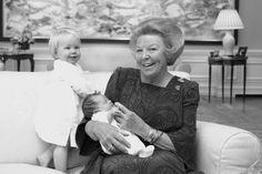 Beatrix met kleindochters Luana en Zaria