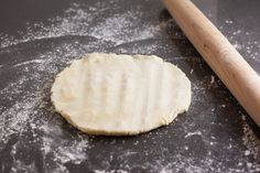 How to Blind Bake a Pie Crust and Prevent Shrinking and Slumping - Pinch My Salt Blind Bake Pie Crust, Baked Pie Crust, Pie Crusts, Pie Dough Recipe, Crust Recipe, Cookie Recipes, Dessert Recipes, Desserts, Pie Decoration