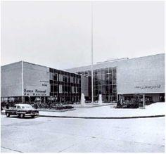 El Puerto de Liverpool Insurgentes inaugurado en 1962. La tienda adornó la ciudad con una plaza.