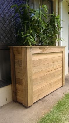 DIY pallet and wood planter box ideas don't have to be predictable. Discover the best designs that will give your deck a touch of style in DIY planter box designs, plans, ideas for vegetables and flowers Wooden Trough Planters, Tall Planter Boxes, Tall Outdoor Planters, Wooden Planter Boxes, Planter Pots, Cheap Planters, Elevated Planter Box, Pallet Planter Box, Planter Bench